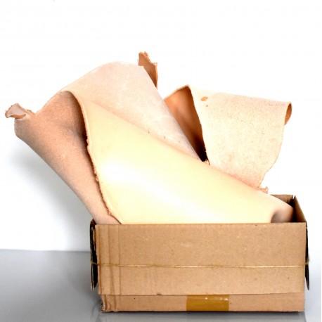 Кутия с парчета кожа телешки бланк натурален 2,5 мм - 0,700 кг